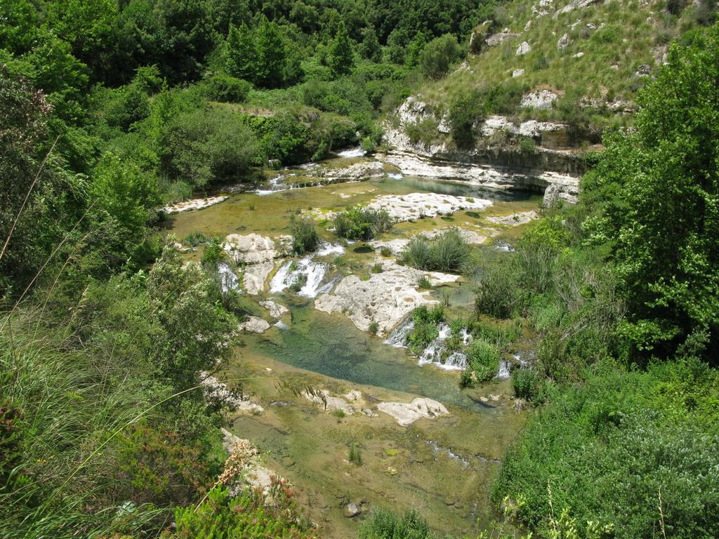 rieka_Cassíbile_tu_vytvára_prekrásne_zákutia