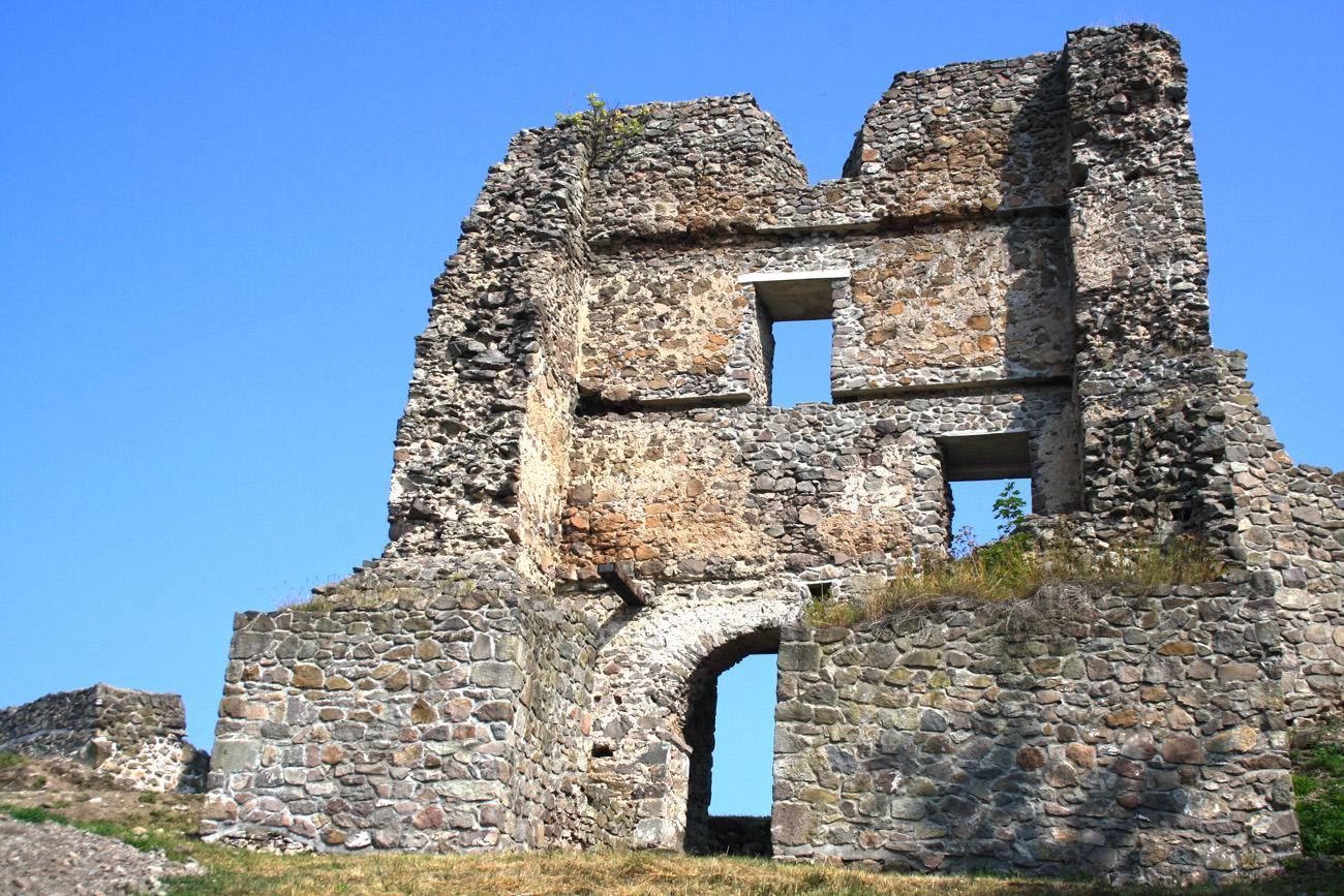 zvolensky-hrad-prechadzka-okruhom-po-modrej