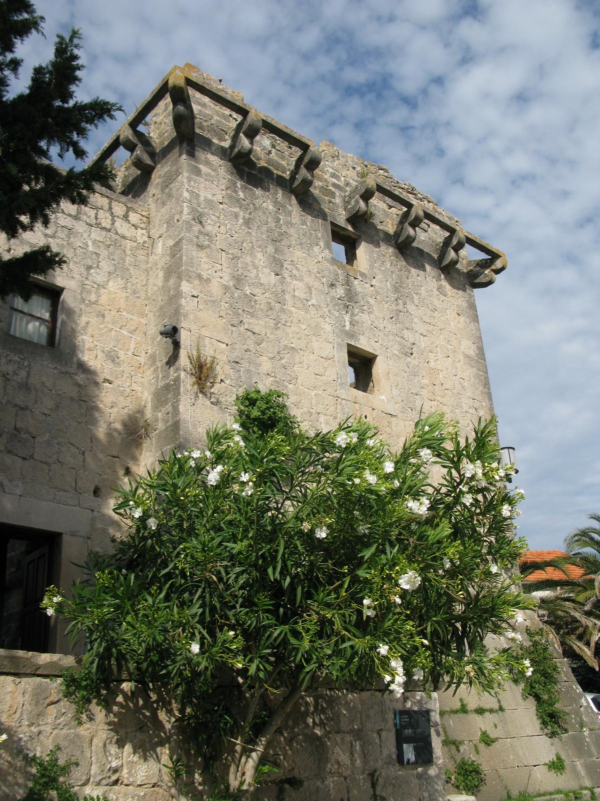 ostrov-brac-muzeum-v-l�kripe-a-klastor-blaca-