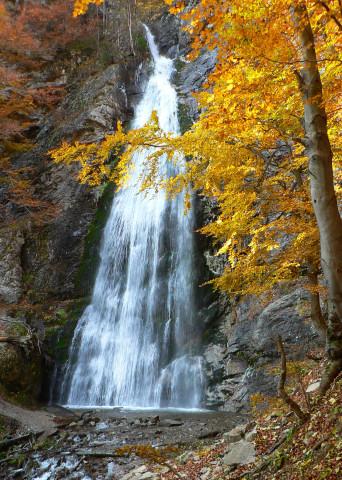 l�utovsky-vodopad