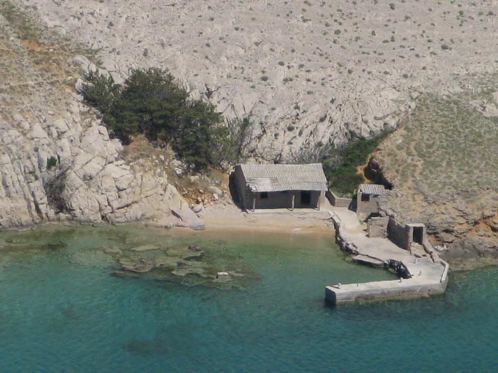 rybársky_domček_v_zálive_Vela_Luka